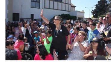 articulo_20140225181816_candidatas-a-reinas-del-festival-y-alcaldesa-virginia-reginato-participaron-en-accion-benefica-con-ninos-de-la-comuna_0